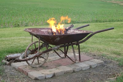 Wheelbarrow Fire Pit… Easy to dump ashes and start over!