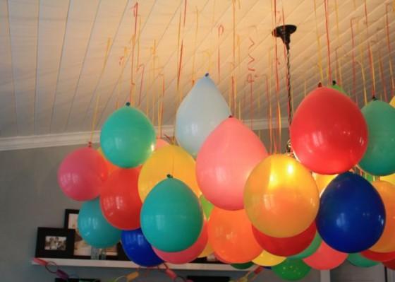 Как украсить шариками комнату своими руками