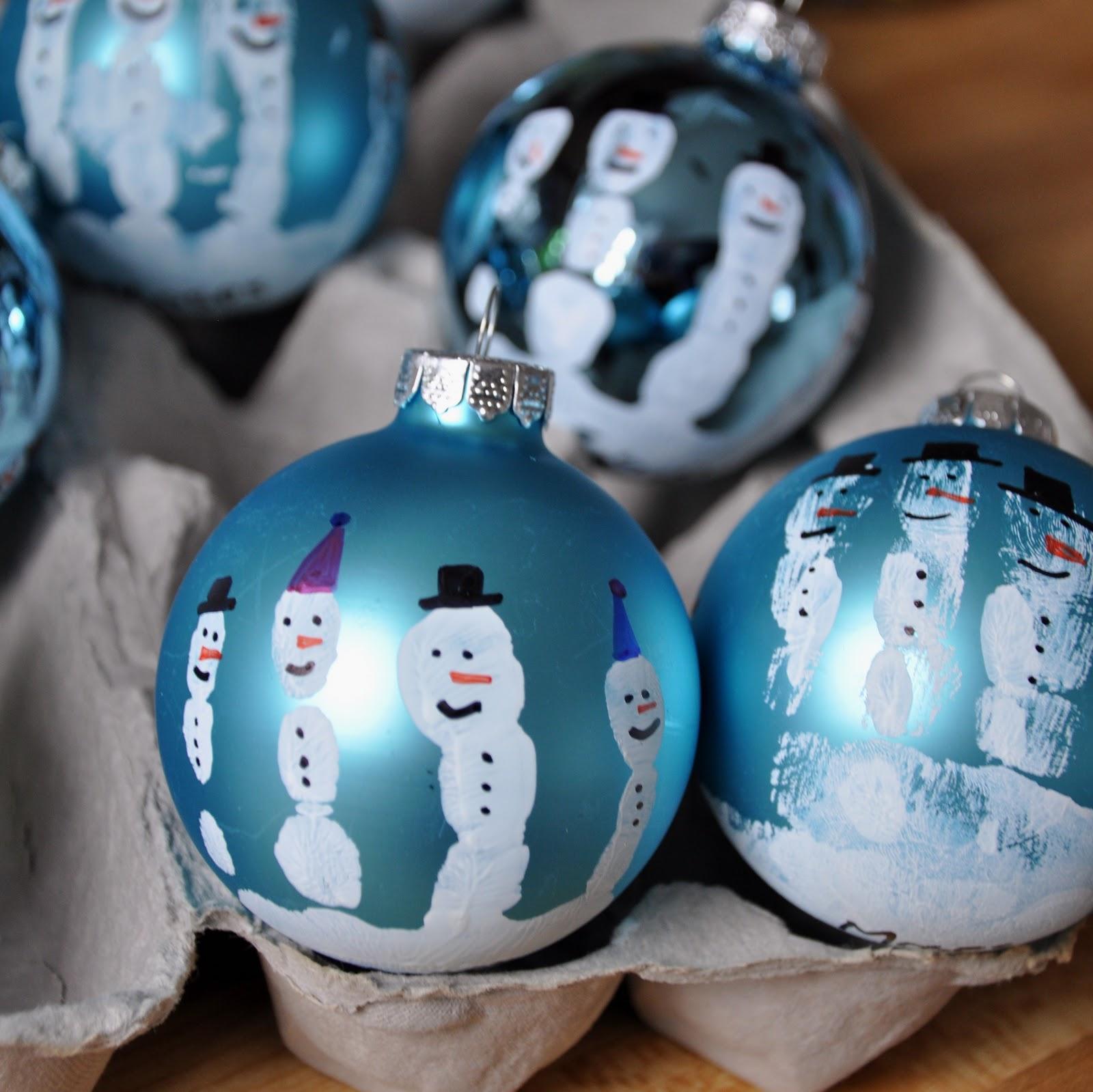 Perfect for parent Christmas gift! Handprint snowman ornament. :)