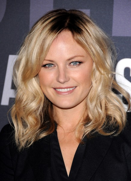 Malin Akermans blonde, wavy hairstyle