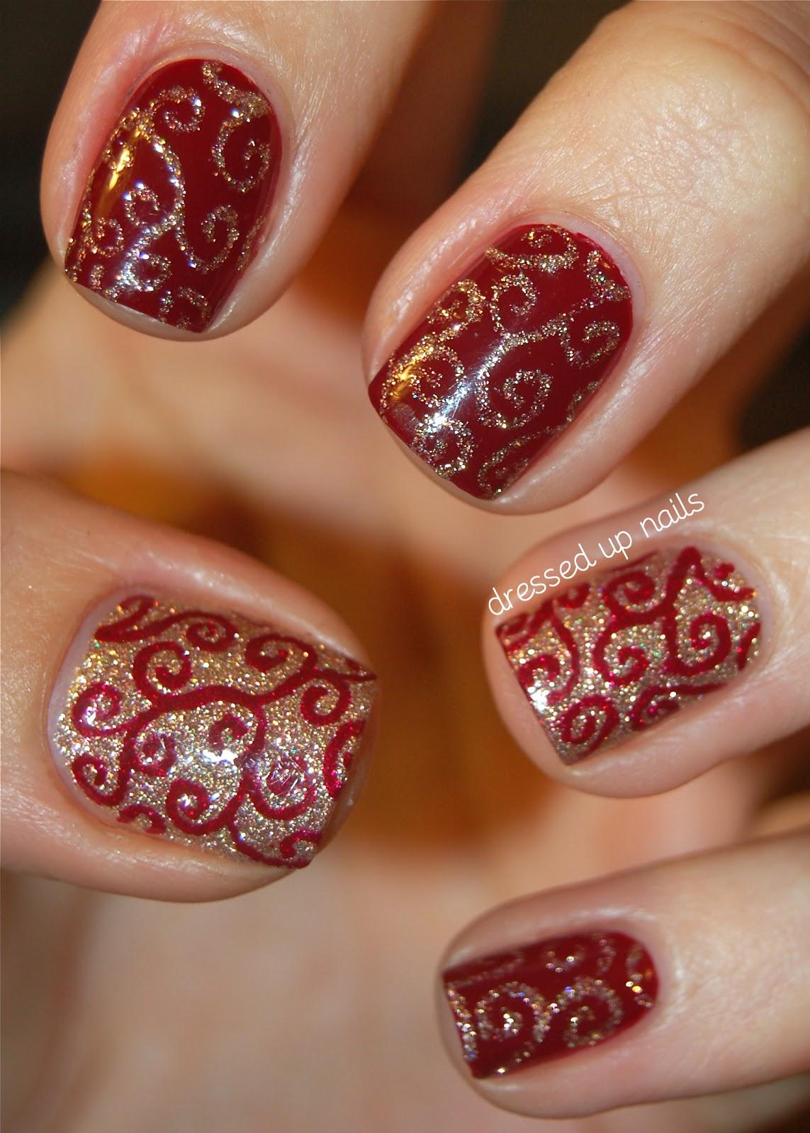 Короткие ногти красные с золотом