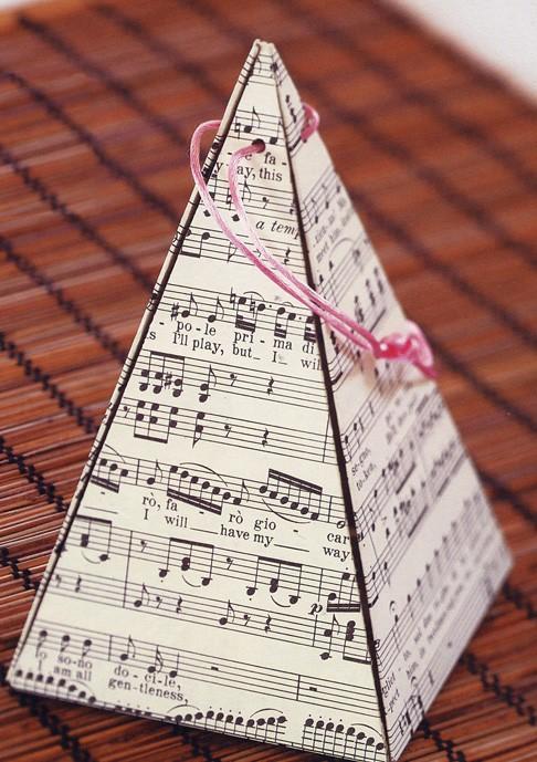 051848 pyramid gift box  diy