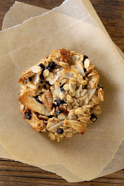 blueberry coconut pecan breakfast cookies – vegan