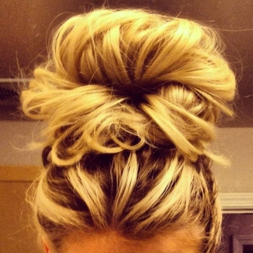 Messy buns for long hair we know how to do it messy buns for long hair urmus Gallery