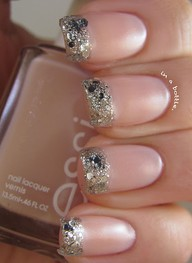 I HATE french manicures, put this is such a pretty play on that!