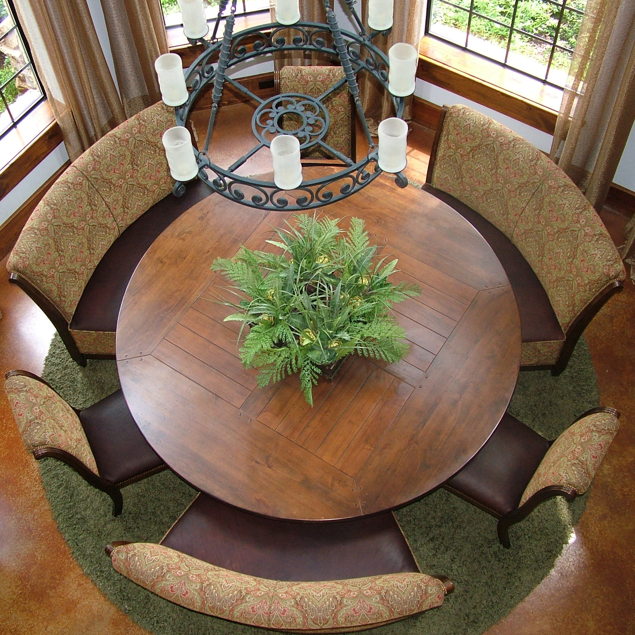 This is one of the nicest round table dining areas I've ever seen.