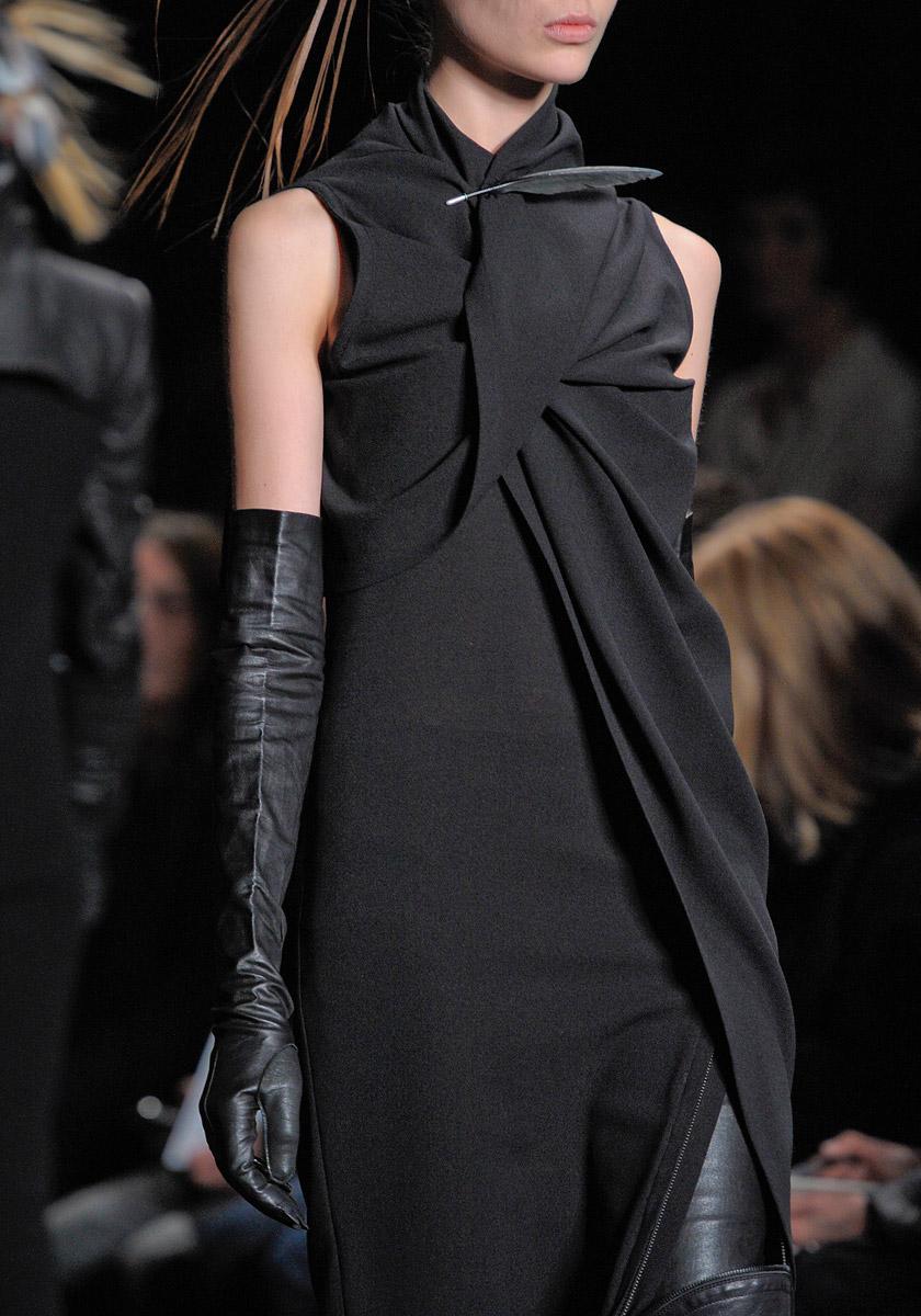 Ann Demeulemeester-black+leather gloves.