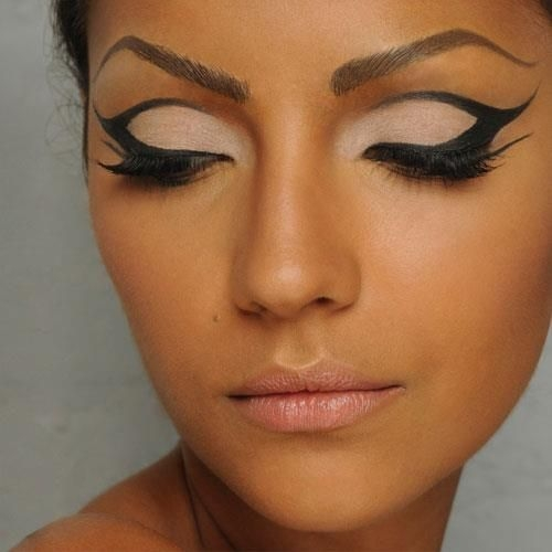 I want to try this eye make-up, at least once. Maybe go as Cleopatra for Hallowe