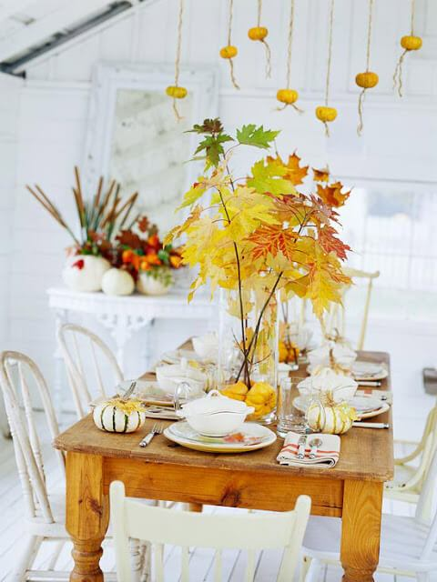 Autumn tablescape -   HOME DECORATIONS WITH FALL LEAVES