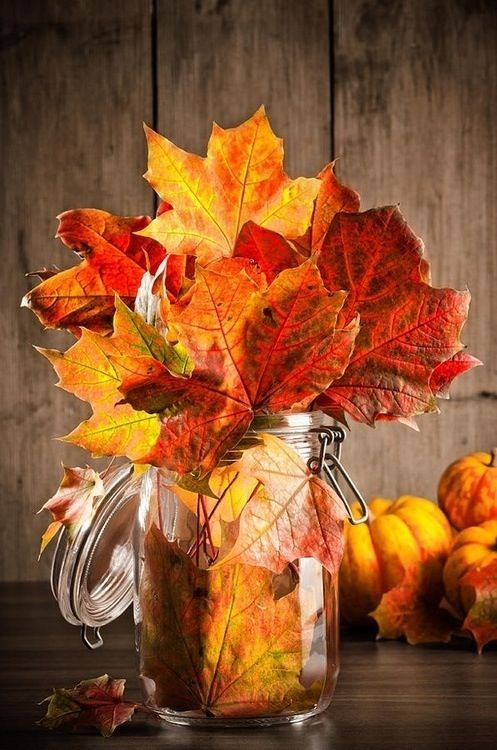 Easy autumn centerpiece -   HOME DECORATIONS WITH FALL LEAVES