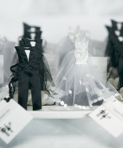 Bride & Groom Candy Favor Bags – I have to get these they are to cute..