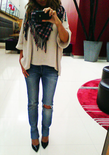 Scarf, oversized sweater, & denim. love this fall outfit!