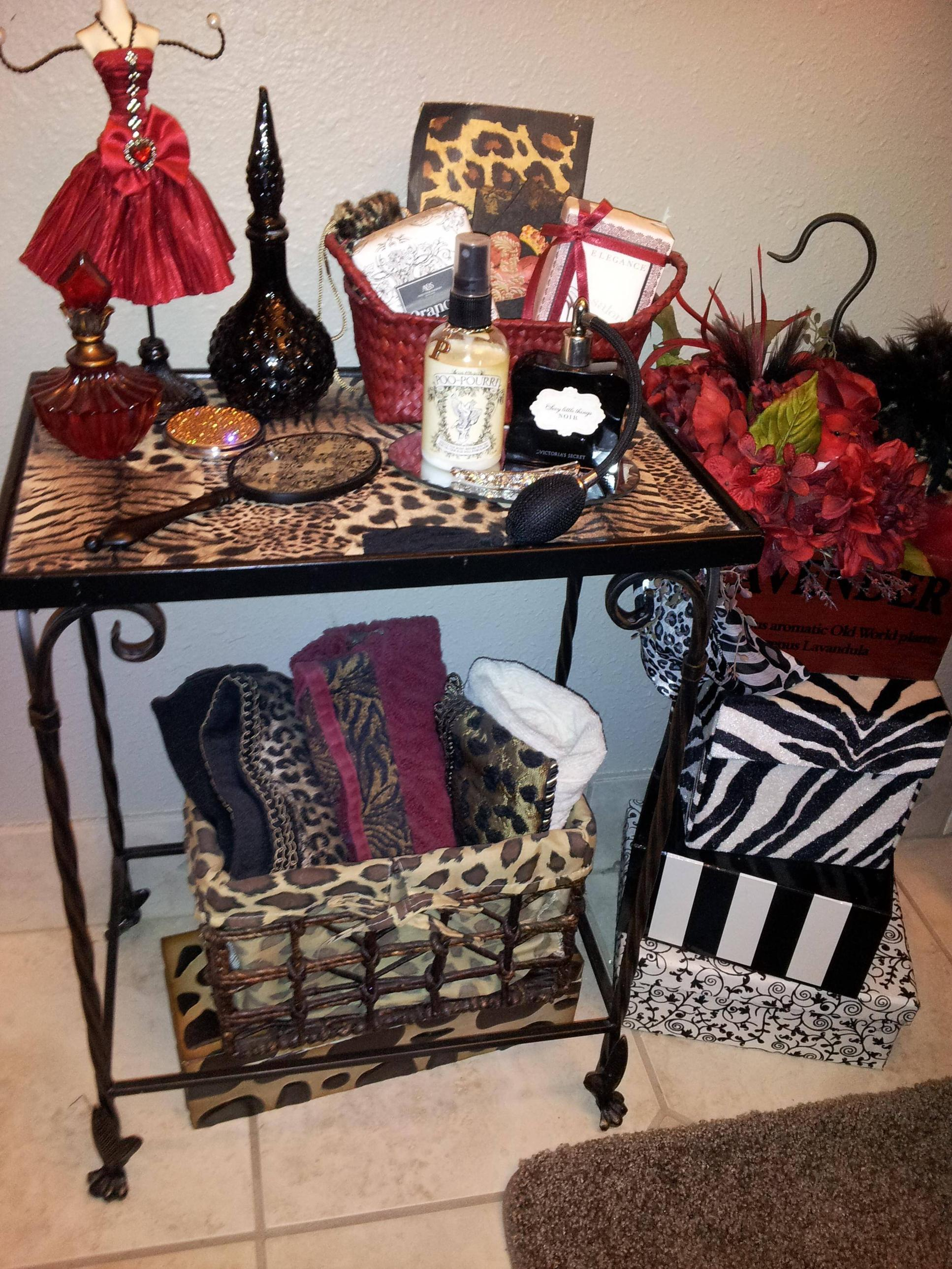 Red black animal print bathroom decor we know how to do it for Red and black bathroom accessories sets