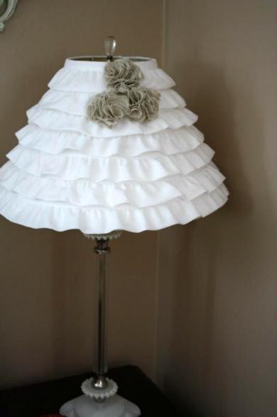 Adorable, easy DIY ruffle lamp shade