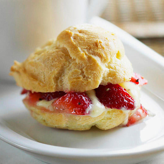 recipe for cream puff pastries with black-pepper strawberries