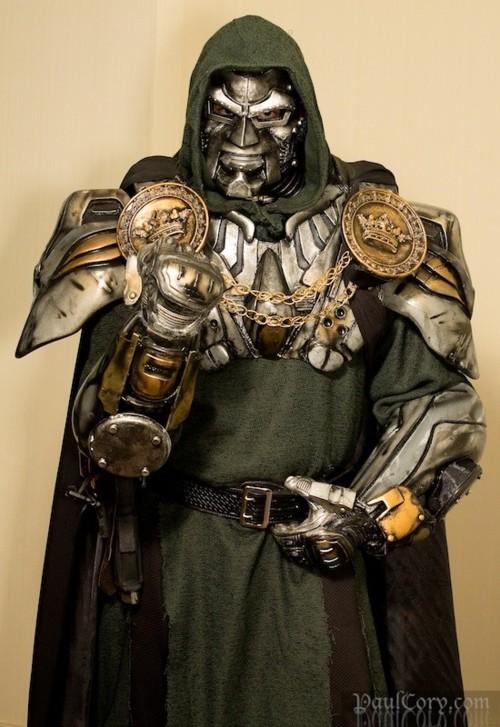Cosplay hallucinant du Dr Doom ! On pourrait y croire !!!