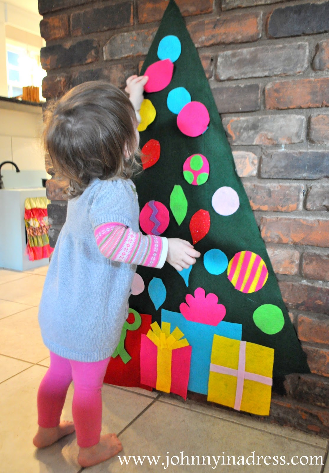 Ucreate with Kids: Christmas Tree Craft: Felt Christmas Tree…great for pre
