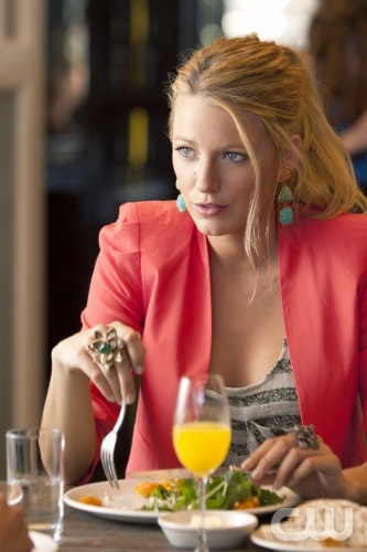 Coral and turquoise color combo – Blake Lively – Gossip Girl