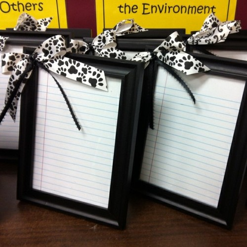 """frame notebook paper, hot glue a bow, wrap with a dry erase marker … vio"