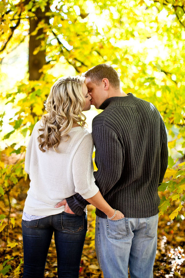 fall engagement super cute photo idea we know how to do it. Black Bedroom Furniture Sets. Home Design Ideas