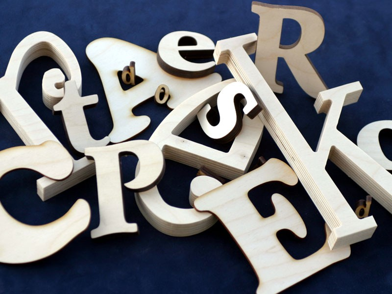 Cheap site to order wood letters that come in many fonts, heights and thicknesse