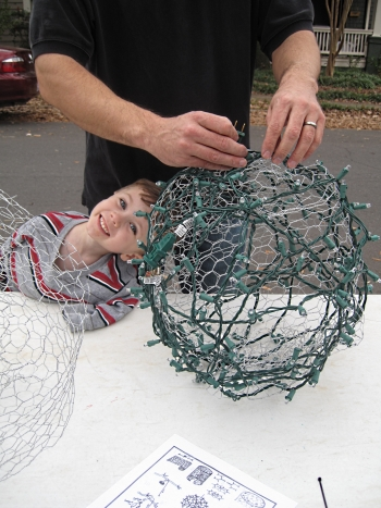 How to Make those GREAT big Light Balls u see in trees during Christmas!! Charlo