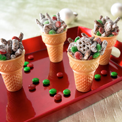 Classroom Christmas party snack idea: Reindeer Munchies – This is a sweet and ea