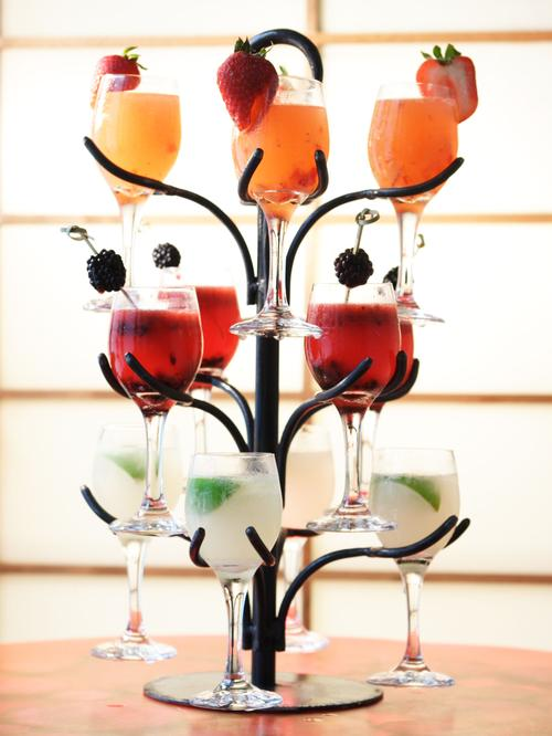 Ahem…..  This Cocktail Tree would make a lovely Christmas present for a gal na