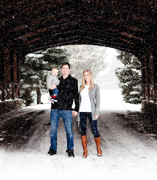 Snow Family Like The Colors In Their Outfits Christmas Picture Idea