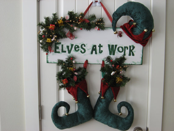 Christmas ornament door hanger ideas we know how to do it for Handmade christmas door decorations
