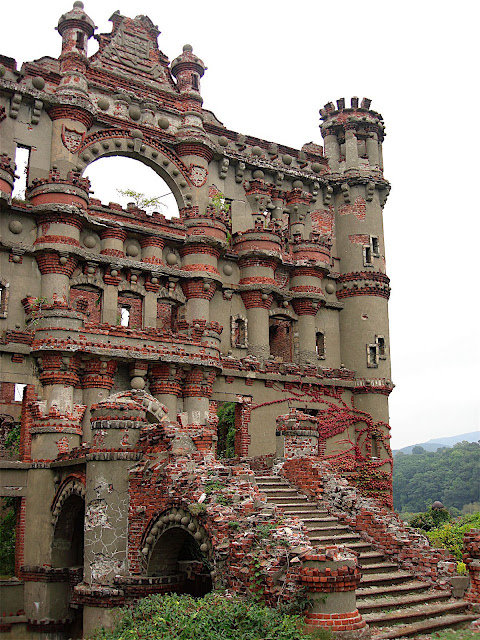 Bannerman's castle, Abandoned military surplus warehouse, Pollepel Island, H