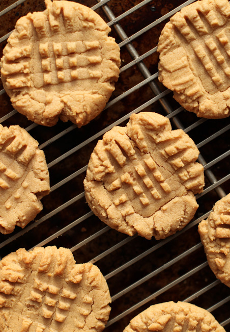 ONLY  4 INGREDIENT PEANUT BUTTER COOKIES!