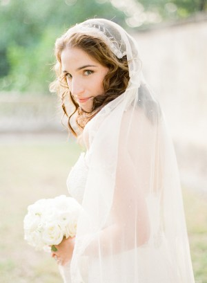 Vintage Cap Veil (Such a gorgeous photo by KT Merry Photography)