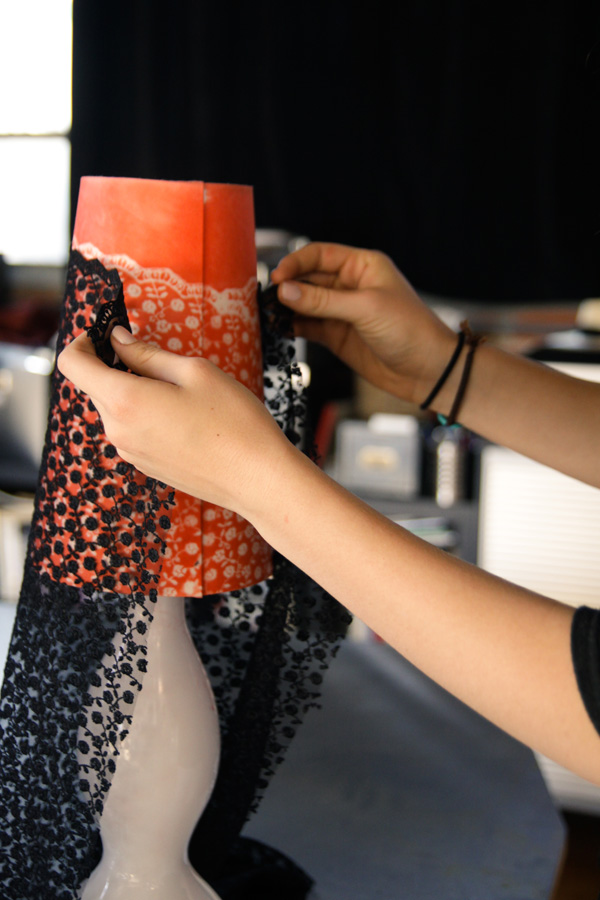 DIY: lace-painted lamp