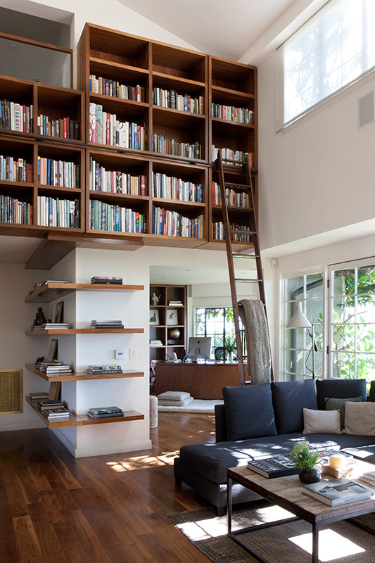 This room via Paul Raeside is amazing!  I love the wrap around shelves and the s