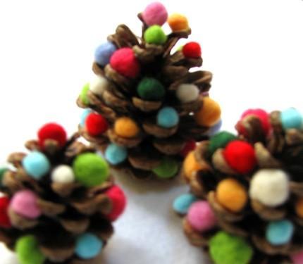 Pine cones + pom popms = Christmas trees!