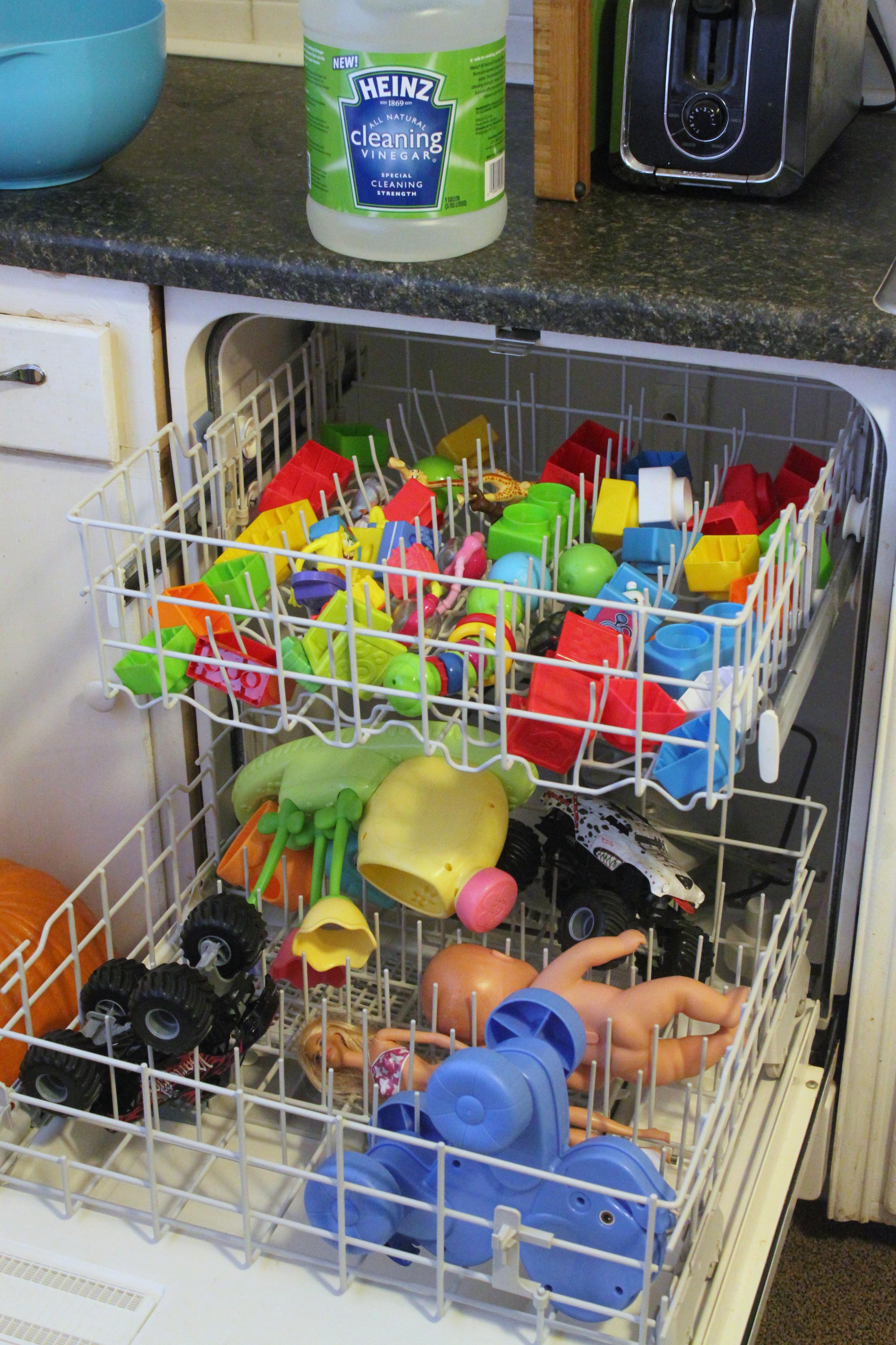 Clean your kids toys in the dishwasher with vinegar! #HeinzVinegar
