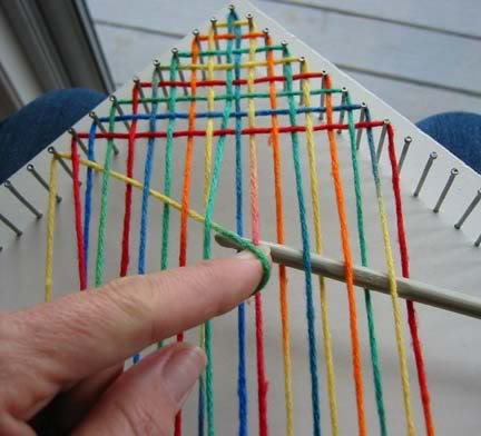 Nail loom tutorial – excellent tutorial on making a nail loom square for blanket