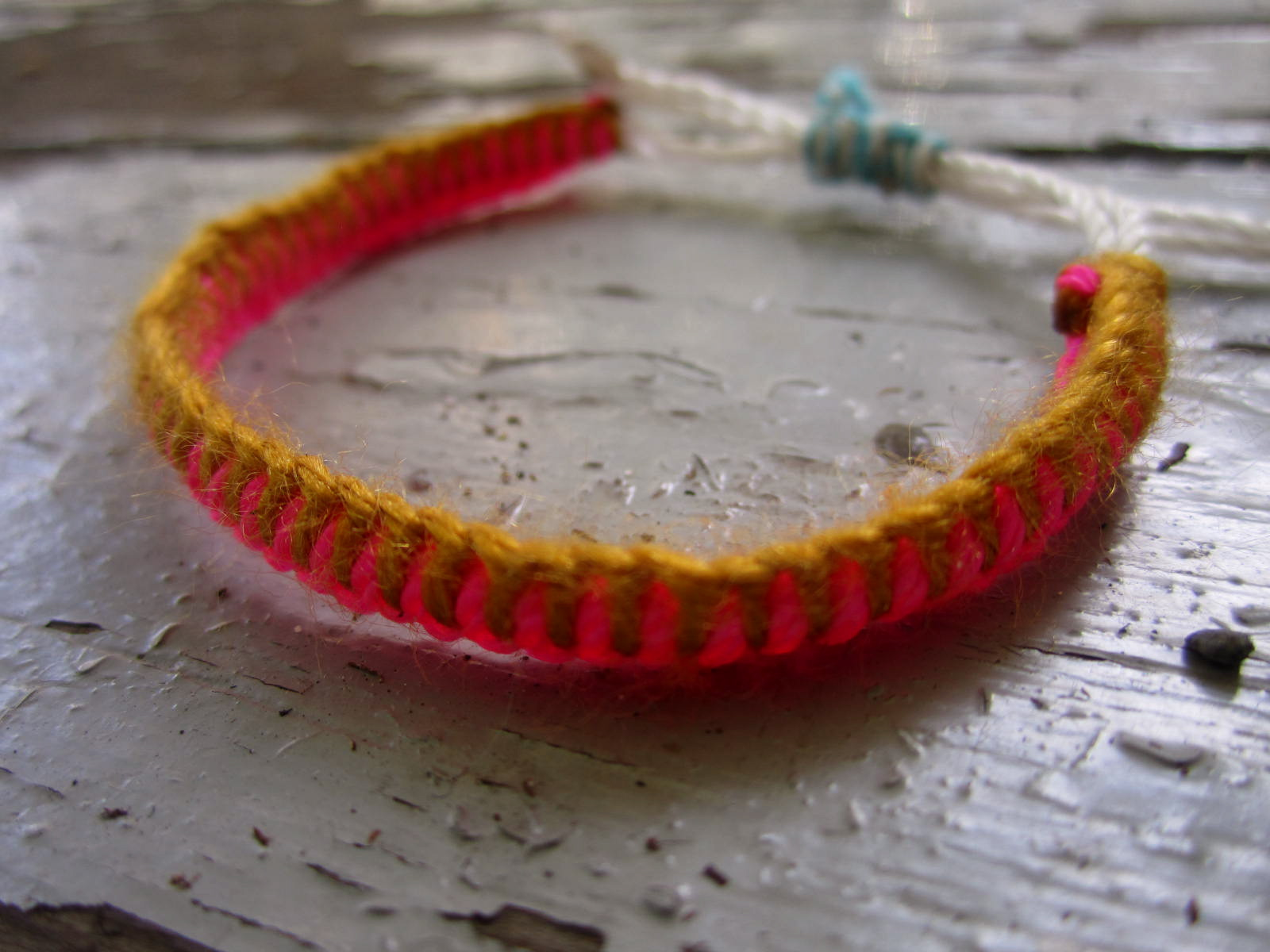 How to make a friendship bracelet with 3 pieces of string