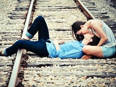 20 Tips on How to Make a Guy Fall in Love with You