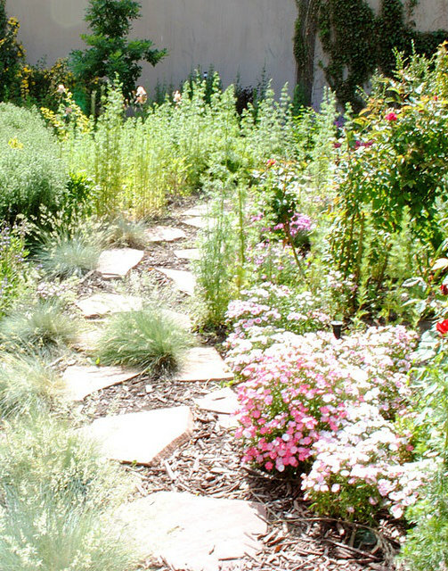 Beautiful & Enchanting Garden Path Roundup