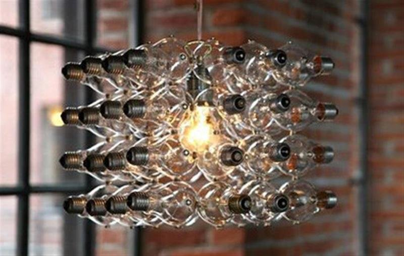 8. Decorative chandelier of a multitude of idle light bulbs, decor, interesting, beautiful, own hands, an old light bulb, photo