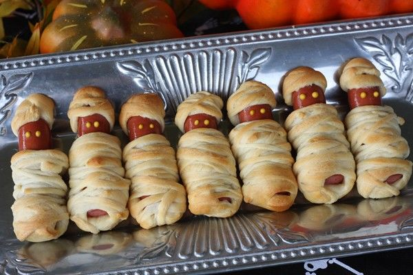 4. Don't have the heart, do you eat bread? -   Halloween Food Ideas
