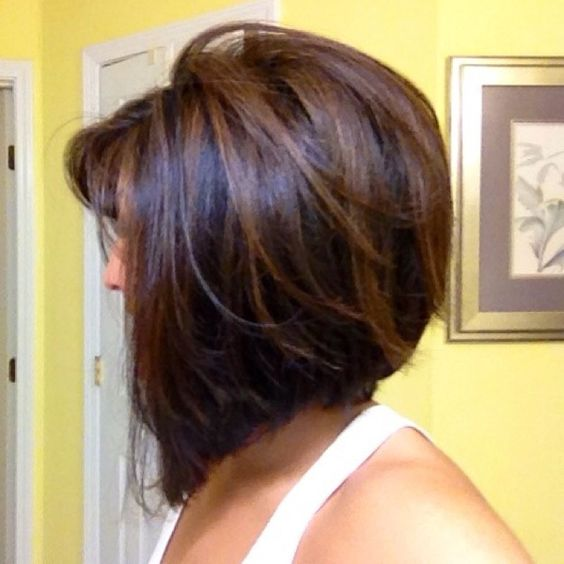 Light brown highlights on dark brunette hair..love the whole look.